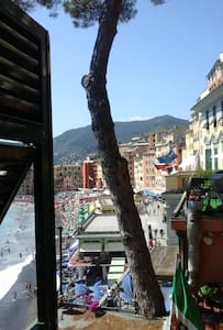 Room with seaview in the historical center - Camogli - Leilighet