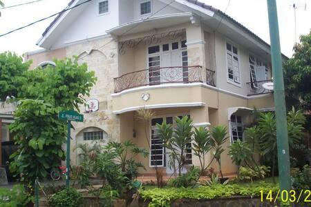 Comfort house for family and group - Cikarang, Bekasi