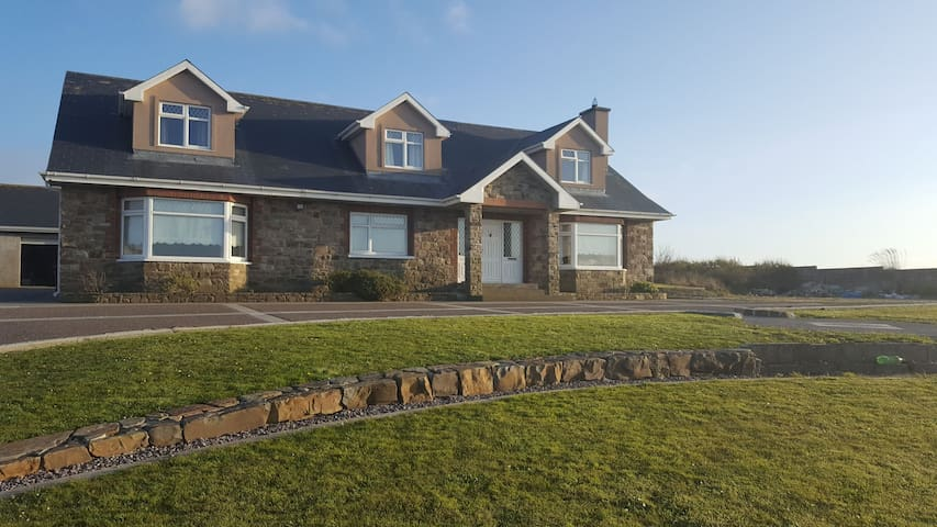 Bed & Breakfast.  Sea Views on Wild Atlantic Way.