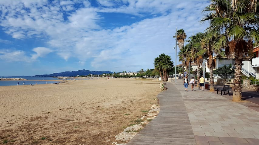 3 rooms apartment - 100 meters from the beach!
