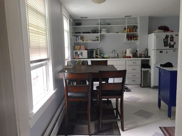 Cozy, Sunny Room in the West End! - Portland - Leilighet