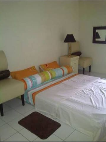 Angelynn Room at Apartemen Green Lake View Ciputat
