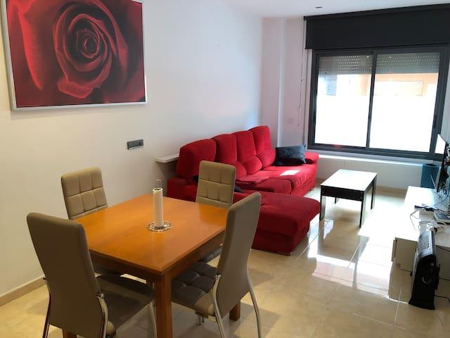 Acogedor piso con terraza bien ubicado en Girona