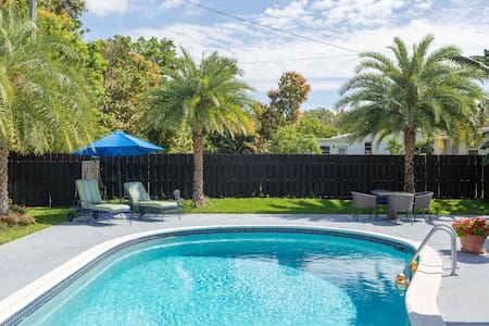 Resort Like One Bedroom Apartment/ Pool & Parking
