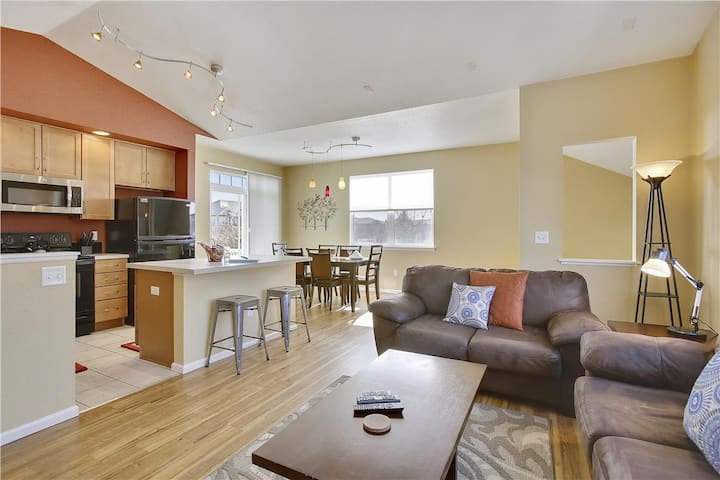 Light filled 3 bed beautiful condo! (GP2051201)