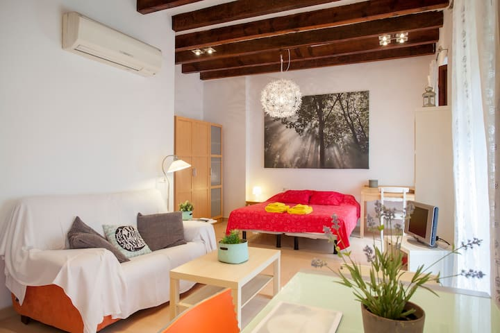 Cozy flat by the Central Market in old Valencia**