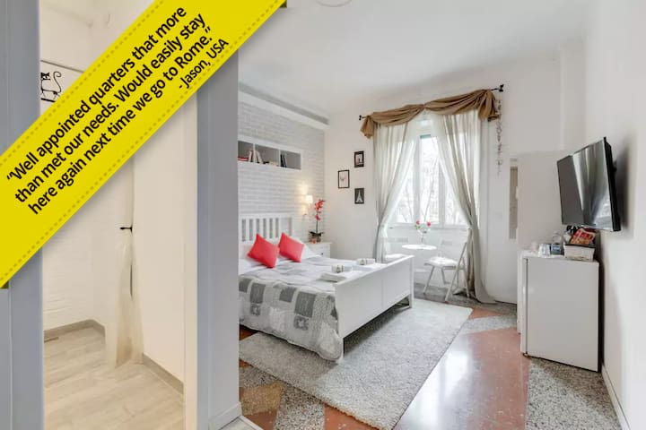 "SUPERHOST! Private Bathroom+WiFi+40"" TV by Vatican"