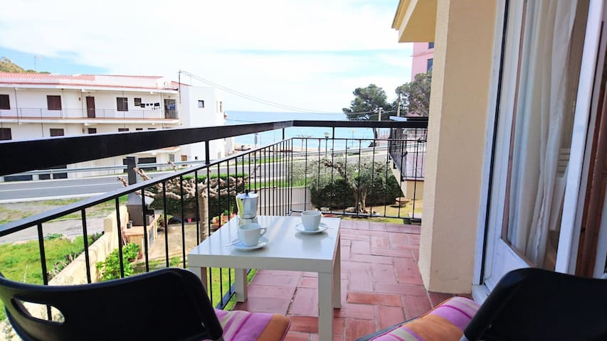 047 Apartment to rent near the beach with sea view