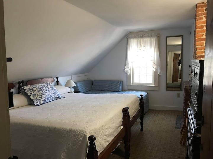 1 bed, Private Bath, #4