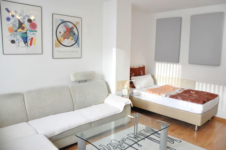 Helles Zimmer in Stuttgart Wangen