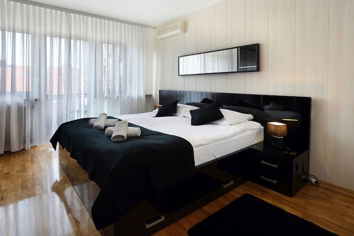 Check in 1- 75m2 - FREE PARKING -near  city centar - ザグレブ - アパート