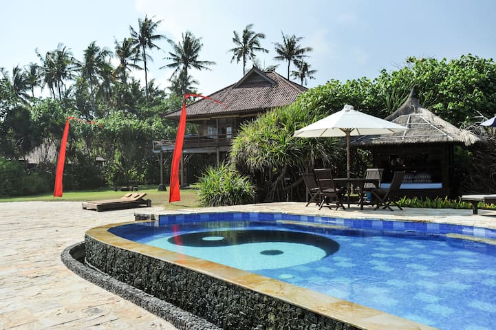 Ocean Front Pandan Villa East Bali - Karangasem Sub-District - Hus