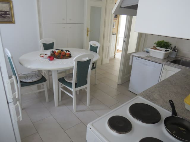 Kitchen with diningroom