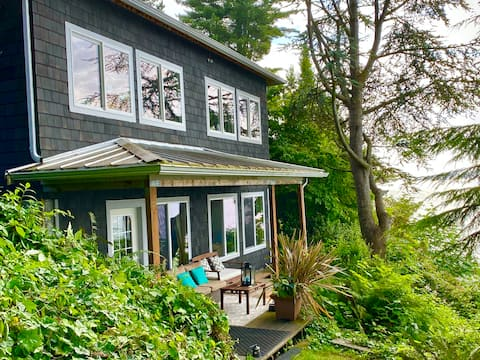 Self isolate w/ Puget Sound views, clean & private