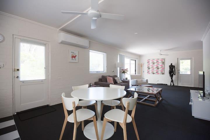 Dining &  lounge room