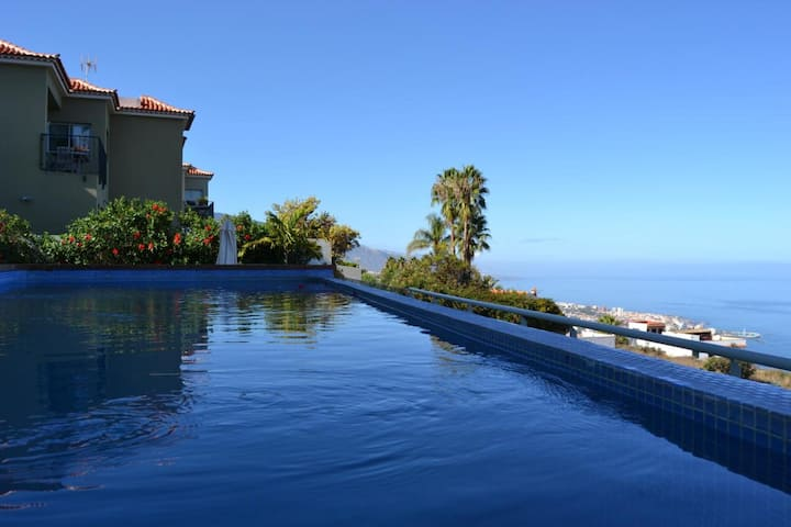 """Beautiful """"Casa Santa Ursula"""", with ocean views, private pool, terrace and wifi. Parking available."""