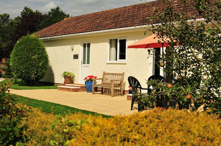 Welcoming,modern, tranquil bungalow - Aldham - Bungalo