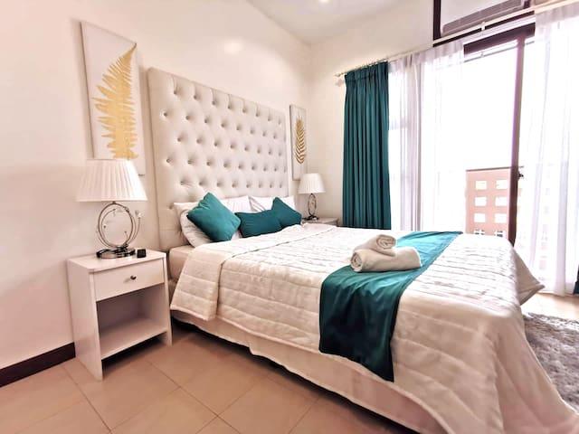 Teal Haven - NEW BIG Studio w/ balcony Ayala Cebu