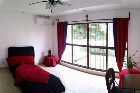 Habitación Privada/Casa en Los Robles-Zona Hippos - Dom
