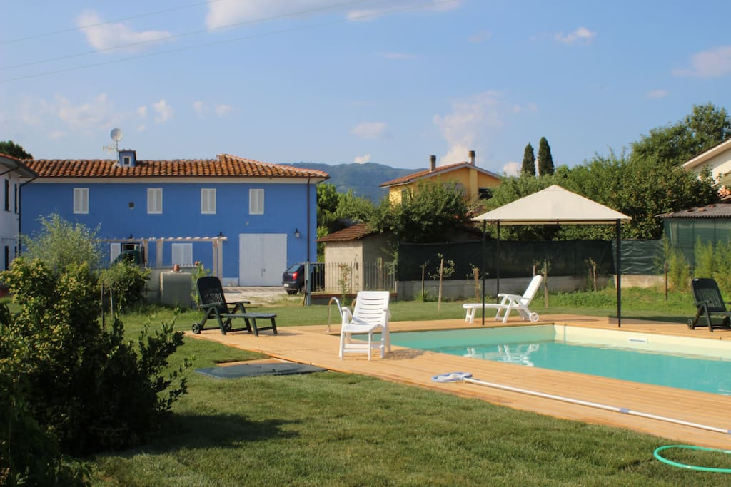 country villa with pool in tuscany villas for rent in borgo a buggiano toscana italy. Black Bedroom Furniture Sets. Home Design Ideas