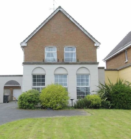 Luxury Detached 3 bedroom house letting