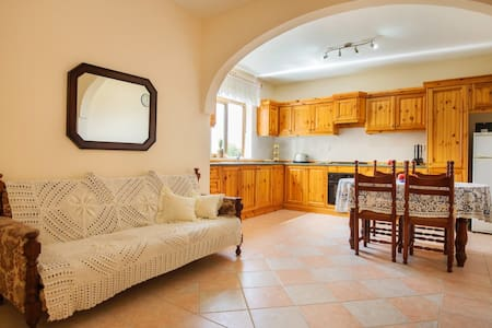 Family apartment near Ramla Bay - Xagħra