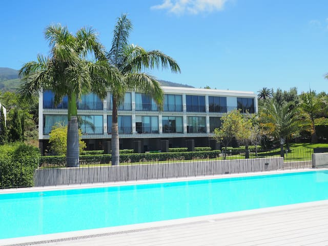 Bright apartment with sea views and swimming pool!