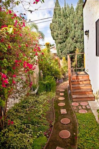 Century City adjct. charming studio with garden