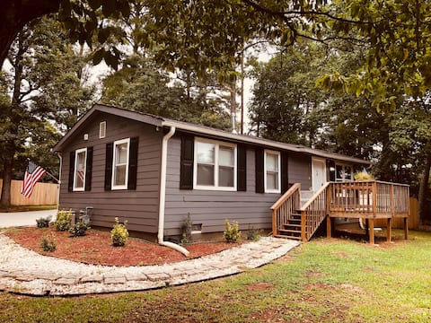 Private bungalow close to Stone Mountain Park.