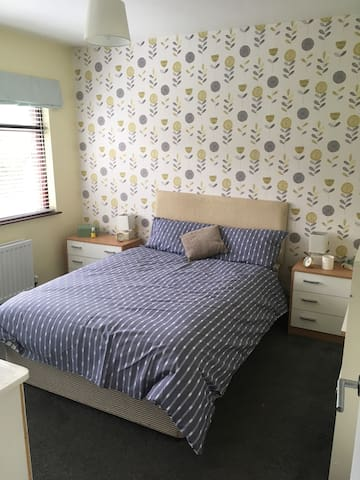 Cozy, modern retreat close to Belfast with WiFi