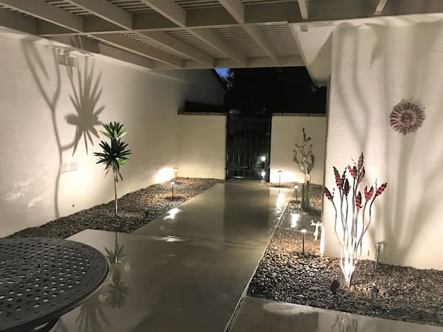 Beautiful 'Artsy' Front Courtyard on a Warm Night!