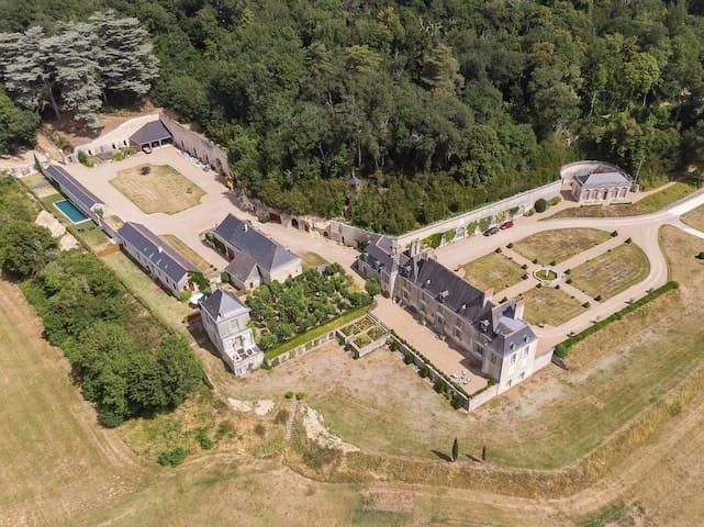 Les Ecuries du Château d'Hodebert