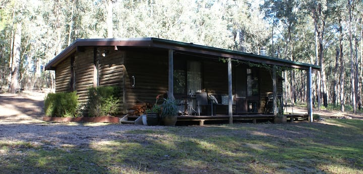 Parkvale-Private,peaceful log cabins.