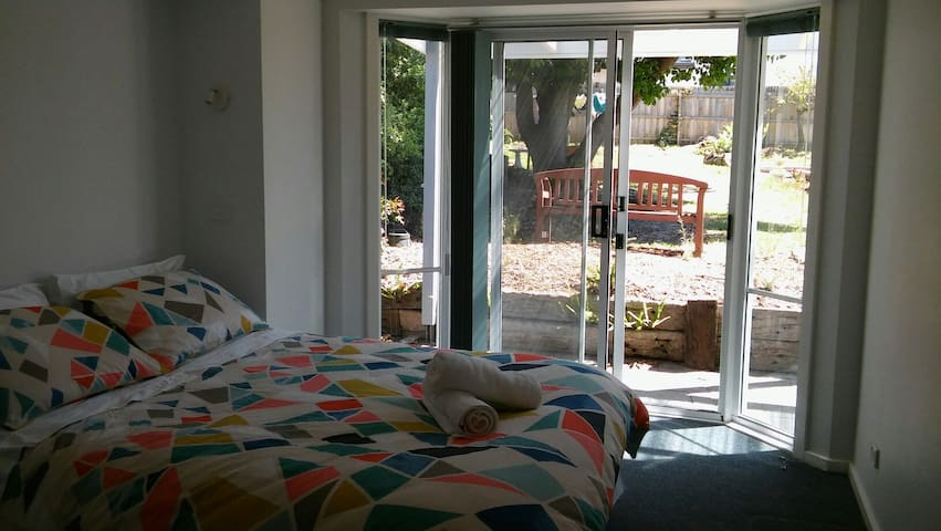 self contained 1 bedroom unit - Cowes