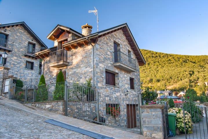 Chalet de Montaña Casa Ansens (con jardín)