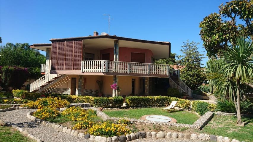 In prua al mare, green house at 50mt to the beach