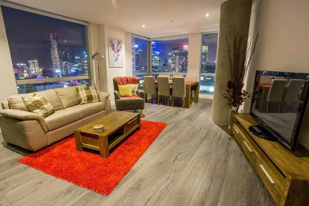 Open living area with fanatic 270 degree city view