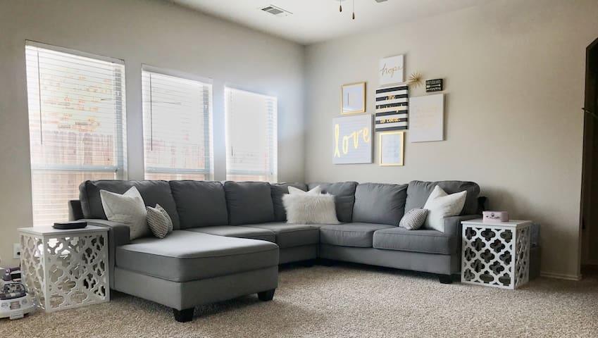 Cozy home near BNSF, TX Motor Speedway, Downtown