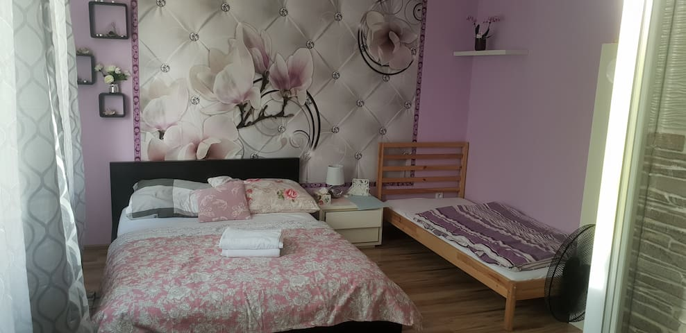 room with private shower and toilet. Centrum20 min