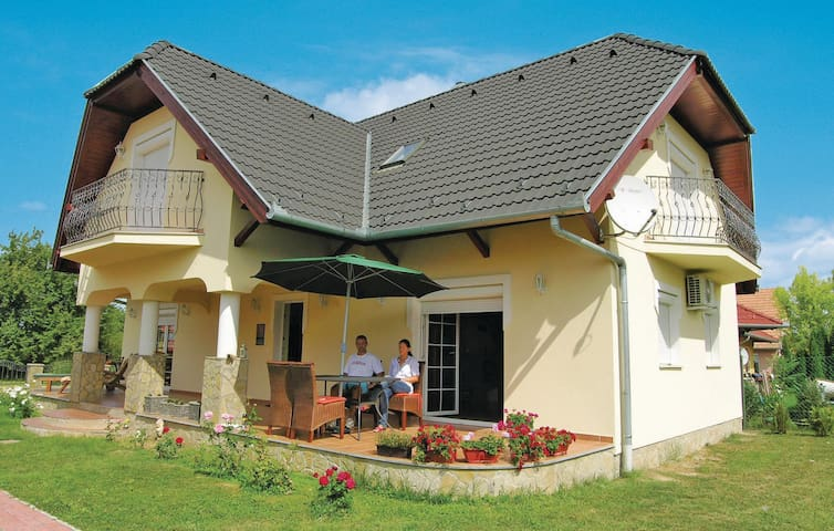 Holiday cottage with 3 bedrooms on 160 m² in Balatonberény