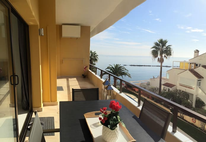 Brand new sea front beach apartment - Benalmádena - Appartamento
