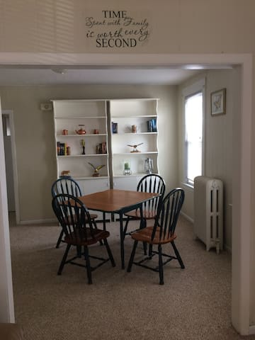 Quiet 3 bdrm walking dist to Wesleyan and Main st - Middletown