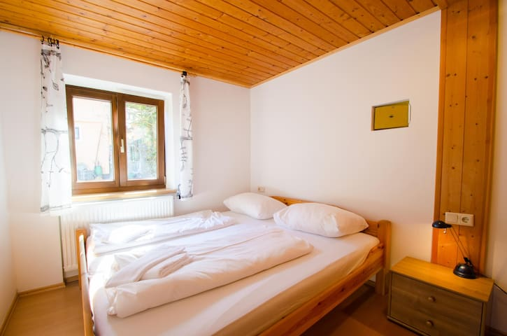 Cozy house, sleeps 16, next to slopes and centre - Zell am See - Ev