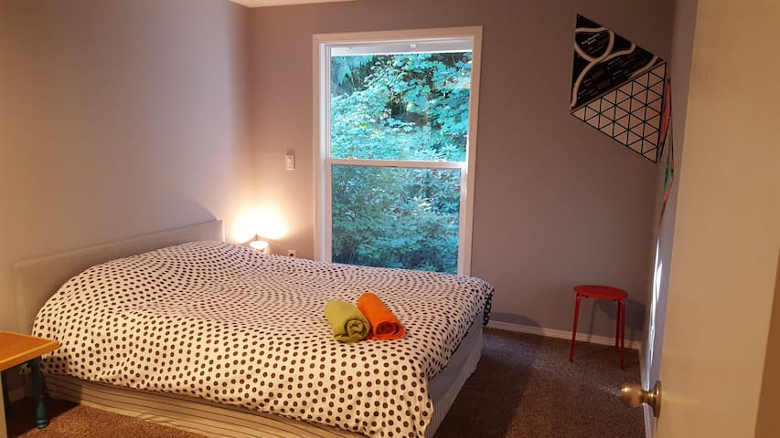Queen bed + private bath / 5' golf and 20' to ski. - Mount Hood Village - 一軒家