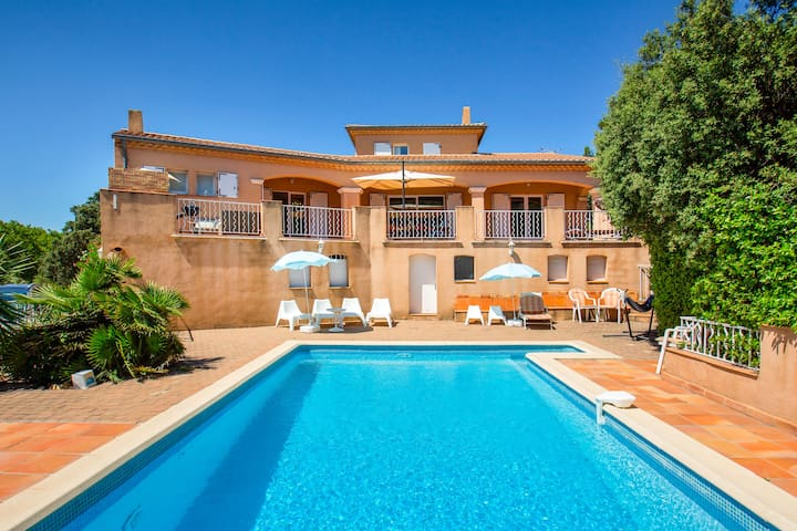 Superb Family Villa Typically Calm Provence