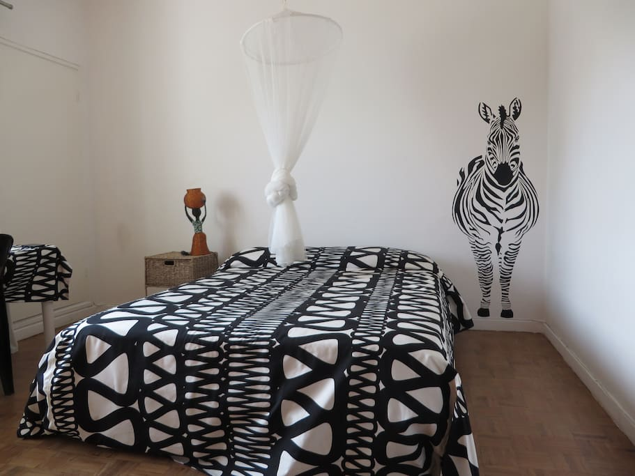 Zebra room with confortable double bed