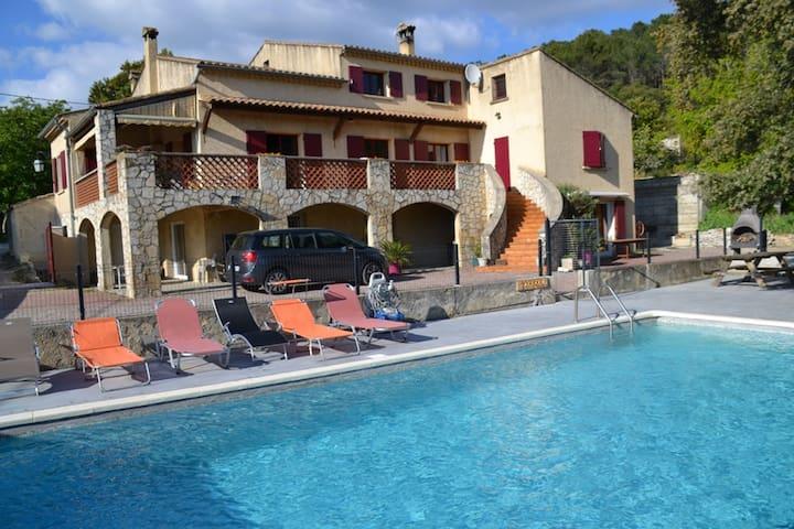 Studio dans le domaine de Barry avec piscine