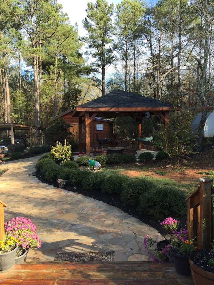 Beautiful fully furnished private, and quiet cabin