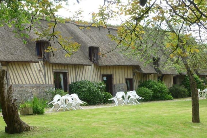 Thatched Cottage: Berville dur Mer