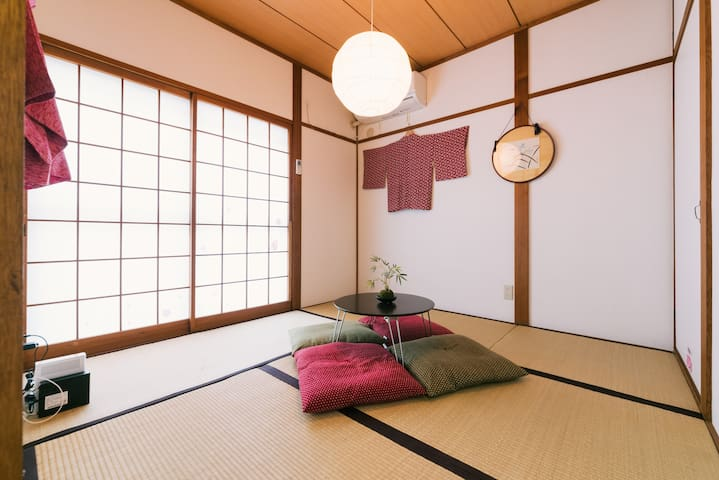 Is a tatami room Japanese-style. Very relax in the lighting of the friendly Japanese paper.(1F)